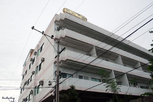 Metro Park Hotel A Budget Hotel W Condos In Cebu City Philippines